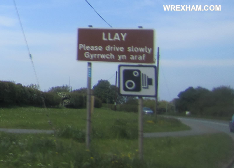 welcome-to-llay-sign