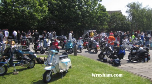 wrexham scooter club rideout 2 500x278 Wrexham Turns Scooter Crazy
