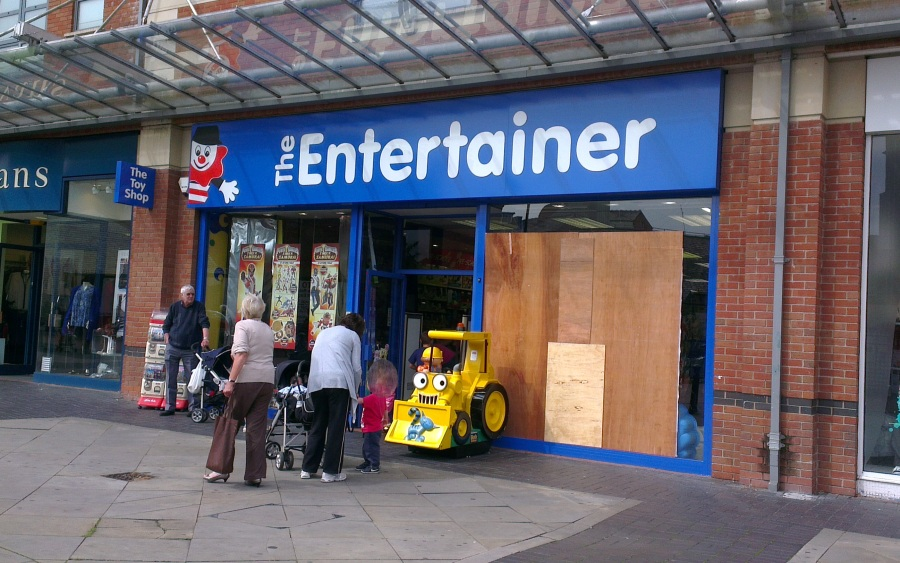 entertainer-shop-window-broken