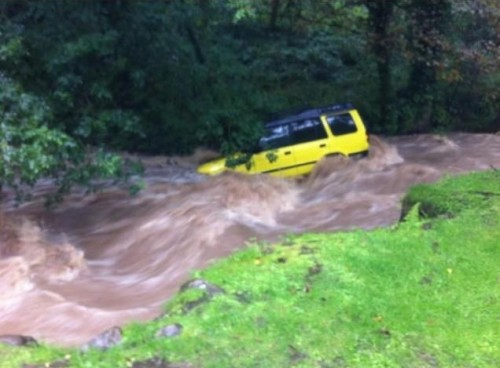 landrover nant mill 500x368 Bad Weather and Floods Hit Wrexham Area   Special Report