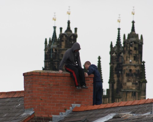 lads-on-rooftop