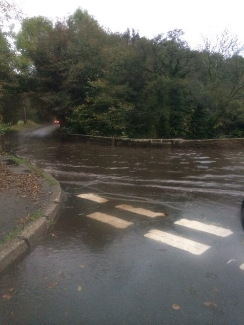 @laurenmills7 sent us this picture of flooding near Kingsmills which is starting to cause traffic