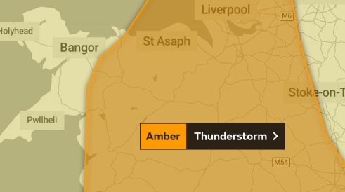 Dramatic lightning storms strike United Kingdom  as heatwave continues